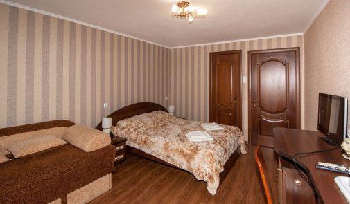 Alushta-Professorskiy-ugolok-gostevoy-dom-Vika-nomer-Vidovoy2-2